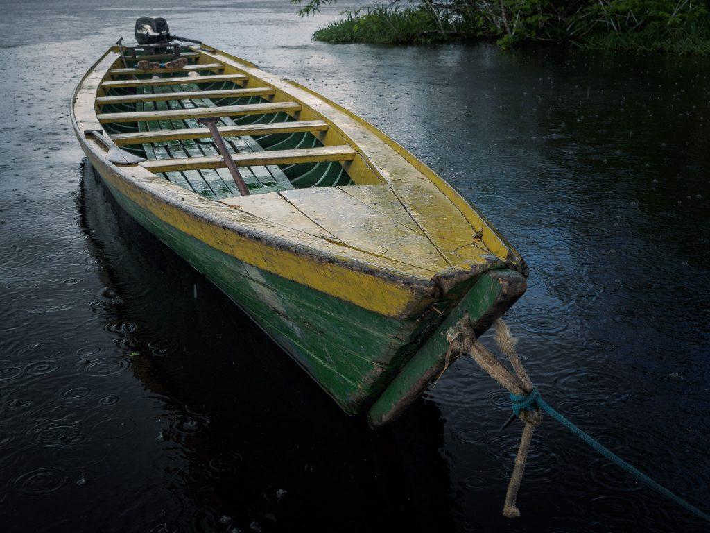 Kanu im Regen