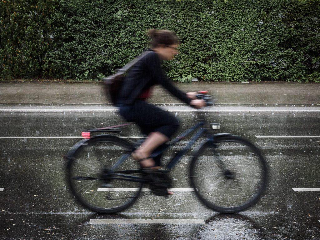 Fotografieren bei schlechtem Wetter: Ein Fahrrad im Regen